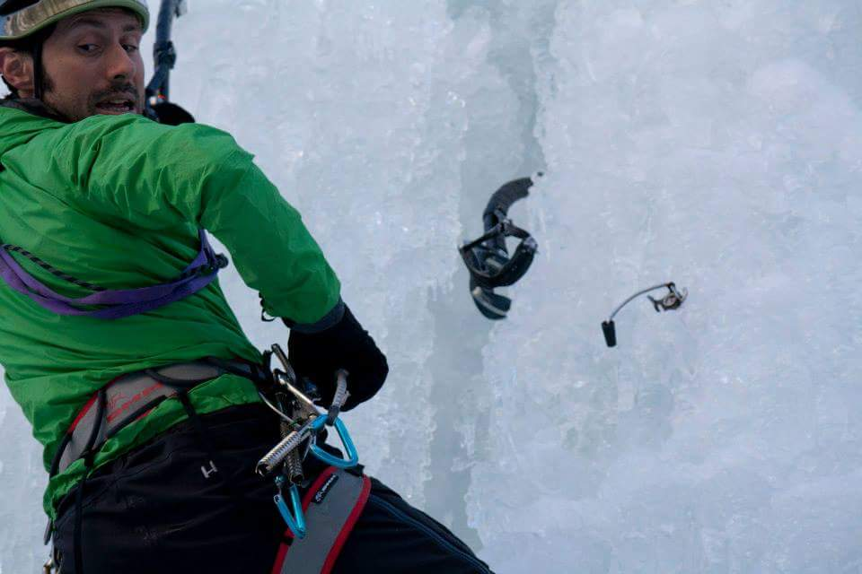 Lezione di Adriano Trombetta allo Stage Ice Climbing organizzato da direzioneverticale.it