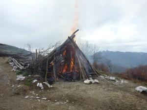 Il Rifugio sul Monte Cerreto - 1316 M di Monti Lattari capanna data alle fiamme incendio montagna monti lattari